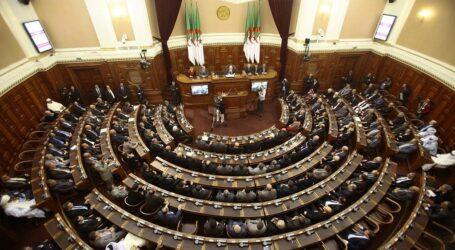 ترخيص 18 حزب جديد في الجزائر