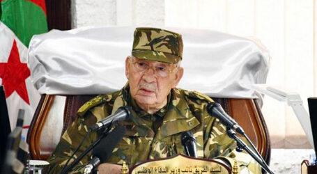 قايد صالح يدعو النخبة إلى حوار جاد و واقعي