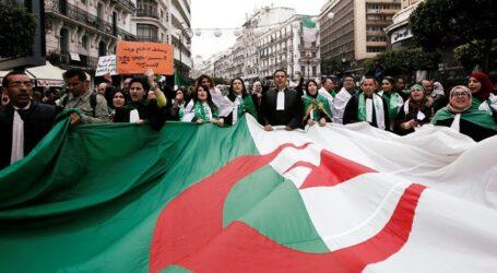 تواصل المسيرات السلمية المطالبة بمحاسبة المفسدين