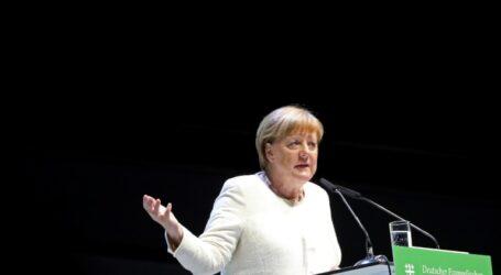 ميركل تصمم على مكافحة النازيين الجدد
