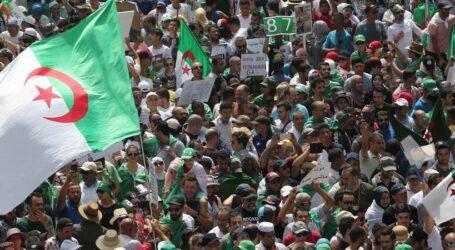 مسيرة الجمعة ال21 بالعاصمة تؤكد على رحيل النضام و توقّع على مكافحة الفساد