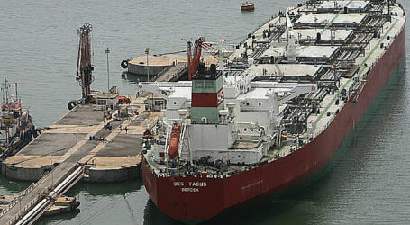 ناقلة نفط جزائرية مجبرة على التوجه نحو المياه الإقليمية الإيرانية