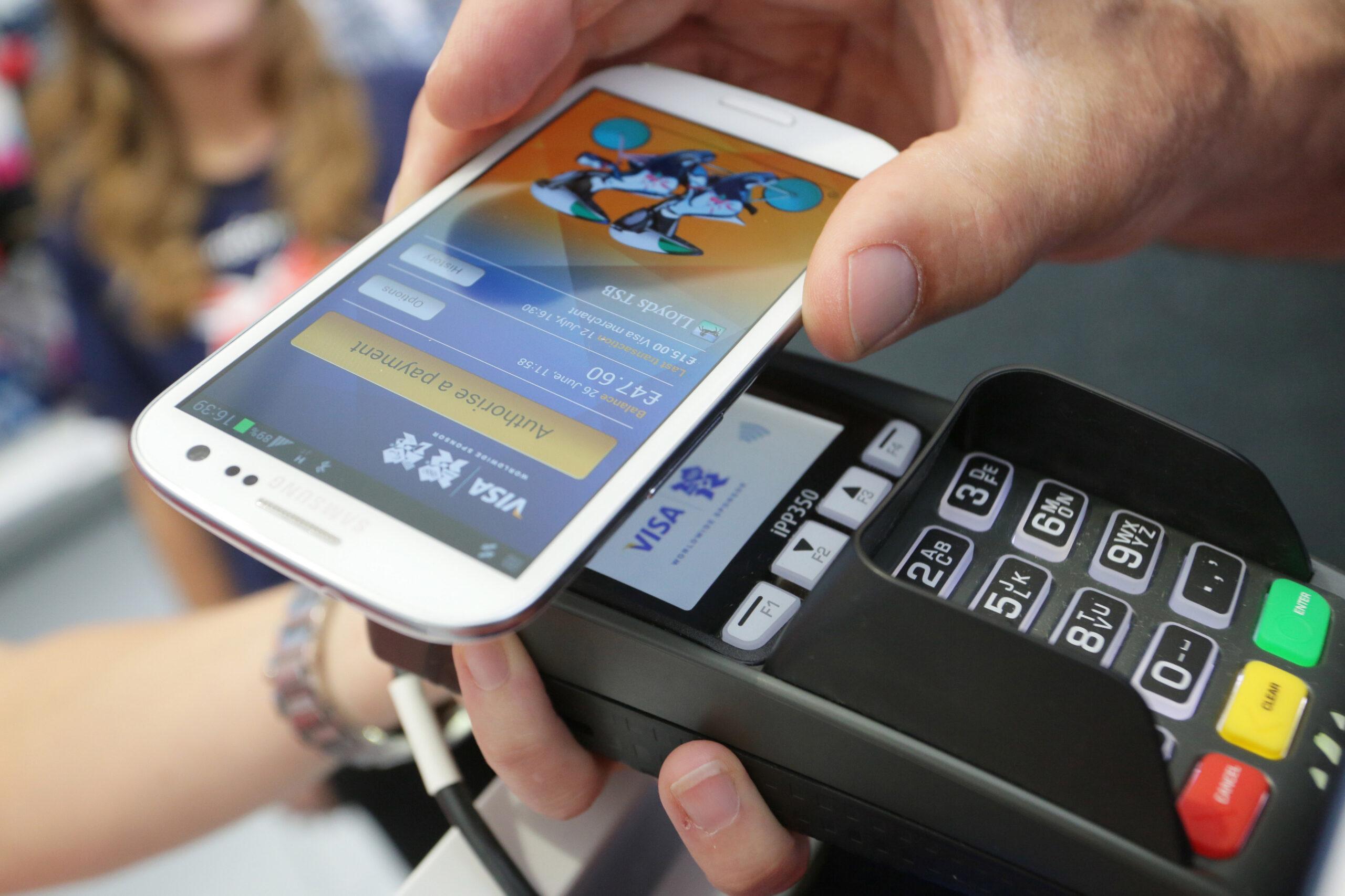 إطلاق خدمة الدفع عبر الهاتف النقال في الجزائر بداية 2020