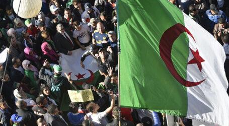 """تبون يدعو الجزائريين الى """"طي صفحة الخلافات"""""""