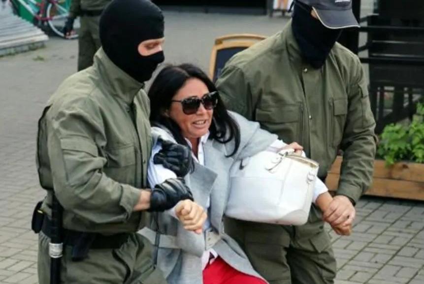 bielarussie-manifestation-femmes-repression